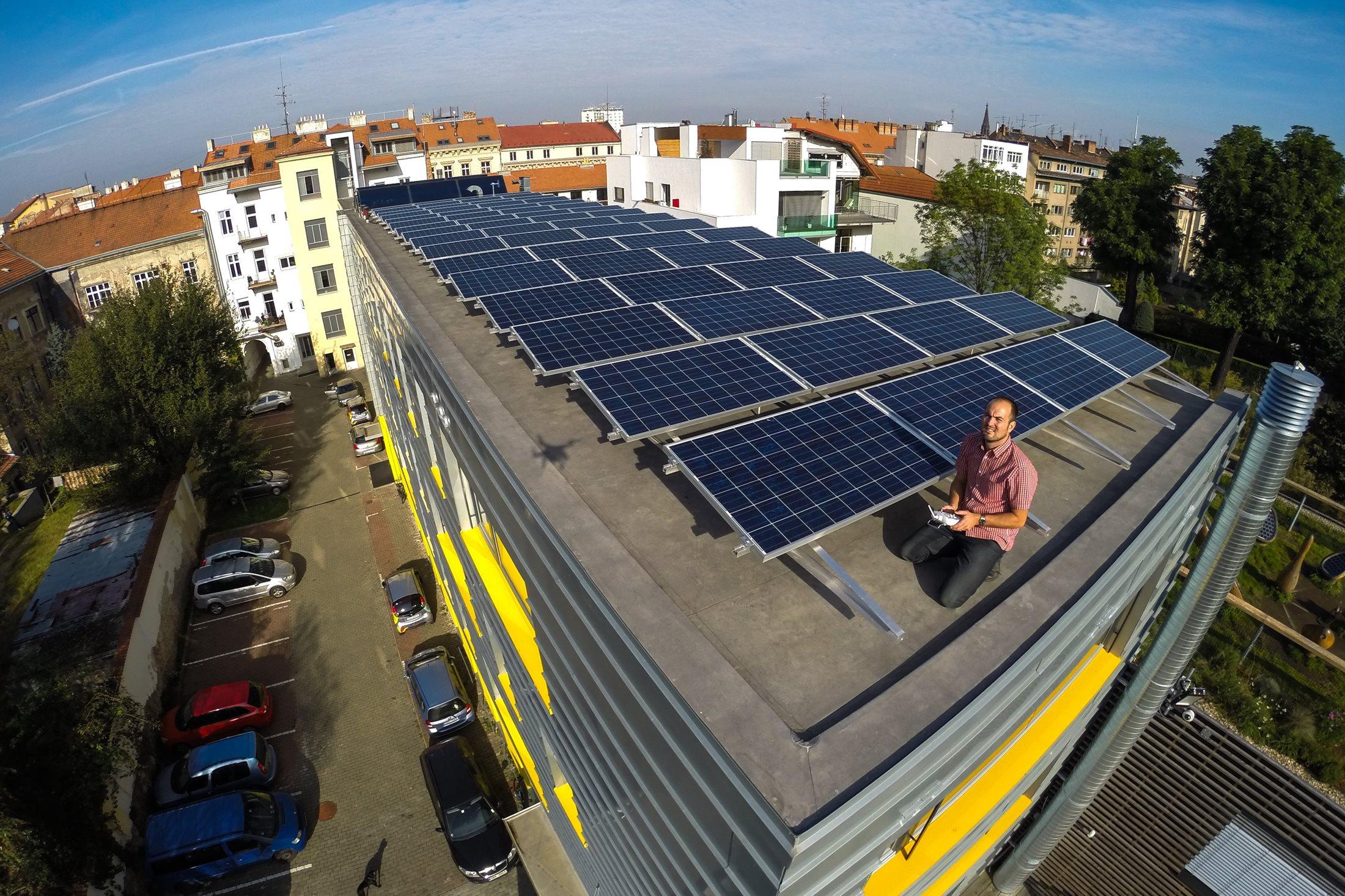 Fotovoltaická elektrárna na střeše budovy B